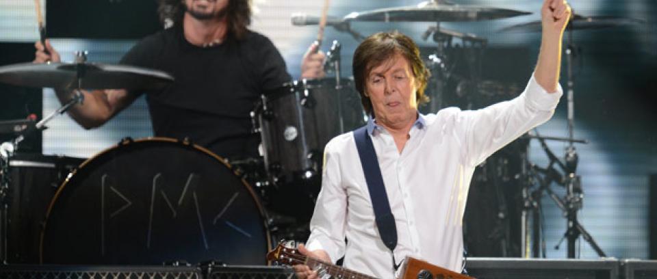 Paul McCartney toca la batería en el nuevo álbum de Foo Fighters