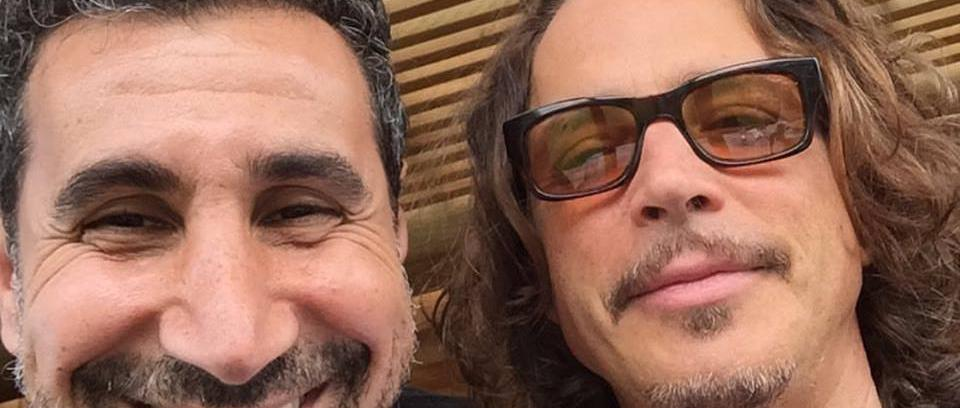 Audioslave y Serj Tankian cantan 'Like a Stone' en vivo