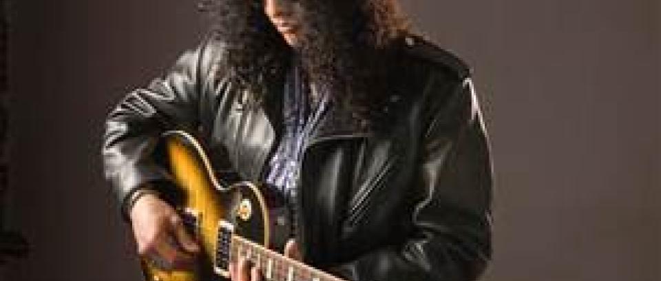 Escuchen a Slash rindiendo tributo a Lemmy